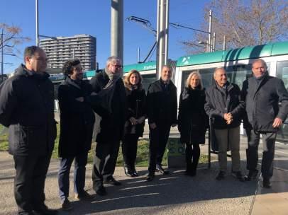 Jaume Collboni en el centro junto a alcaldes y tenientes del área metropolitana.