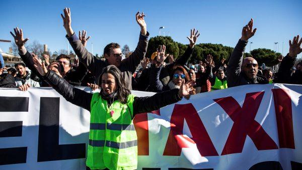 Quinto día de huelga, los taxistas insisten