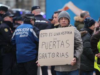 """""""Una historia de puertas giratorias"""""""