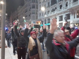 Taxistas cortan la Gran Vía de Madrid