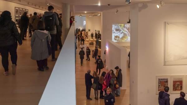 Vista de la exposición '1989. El fin del siglo XX' durante su inauguración en el IVAM