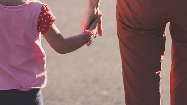 80637fe41 El Gobierno elevará el permiso de paternidad a 16 semanas por decreto ley