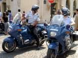 Dos policías franceses en una imagen de Wikipedia.