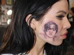 Se tatúa la cara de Harry Styles