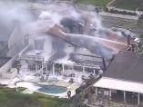 Una avioneta se estrella con una casa