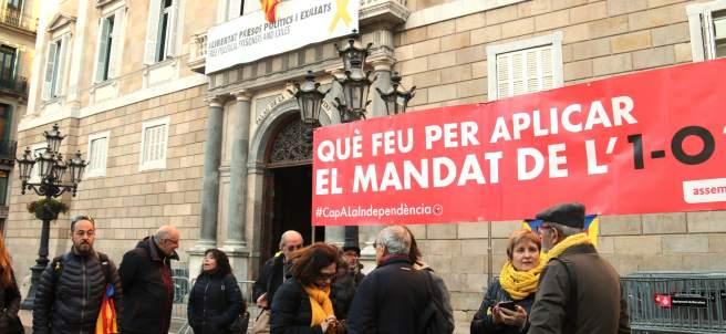 La ANC se concentra en la plaza Sant Jaume para presionar al Govern.