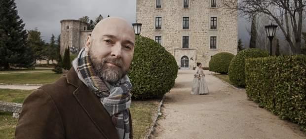 El autor Fernando J. Múñez pasea por la finca El Campillo.