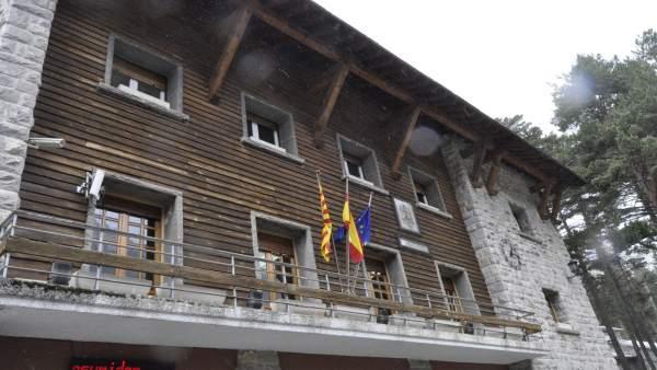 Fachada del Ayuntamiento de Canfranc.