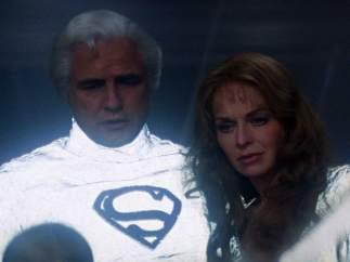Brando tuvo la idea de que  Jor-El llevará la 'S'