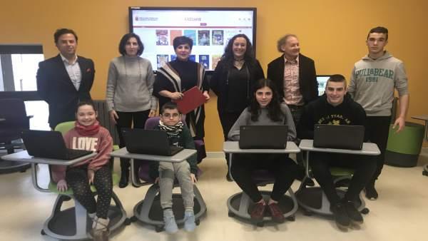 La consejera Solana en la presentación de la biblioteca escolar digital Odisea