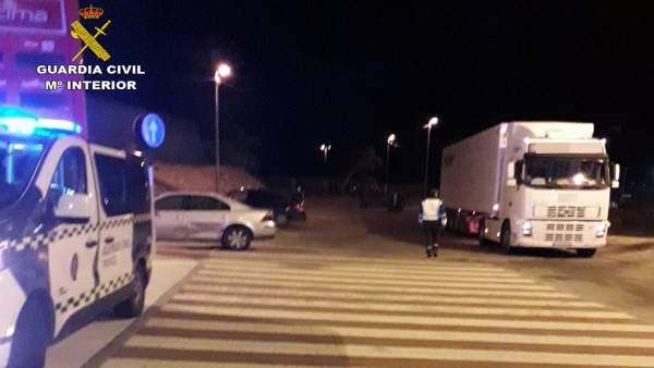 La Guardia Civil investiga al conductor de un vehículo articulado de 40 tonelada