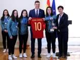 Pedro Sánchez y la selección española femenina sub17