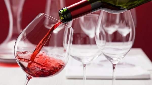 Los médicos de familia insisten en que lo de las bondades de la copita de vino es un bulo