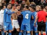 Pelea entre jugadores de Getafe y Valencia.