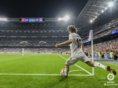 Luka Modric saca un córner en un partido de LaLiga