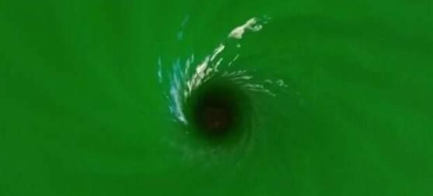 Científicos logran simular un agujero negro en un tanque de agua