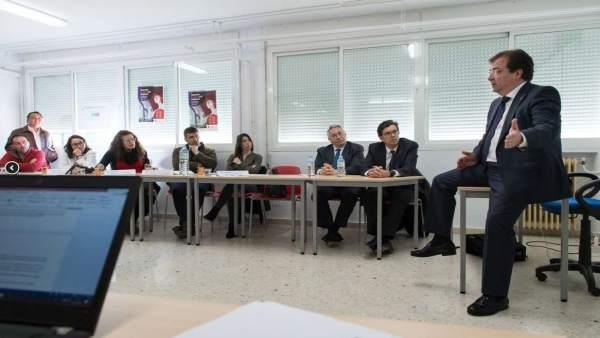 Fernández Vara interviene en un curso de emprendedores de tabaco