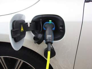 Cinco razones para elegir un coche híbrido enchufable