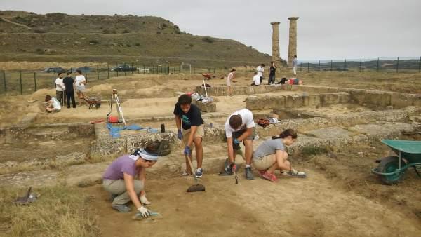 Estudiantes de la Unav realizan prácticas en Los Bañales de Uncastillo