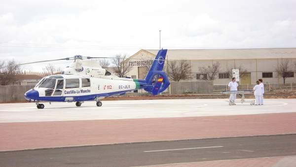 Helicóptero preparado para despegar