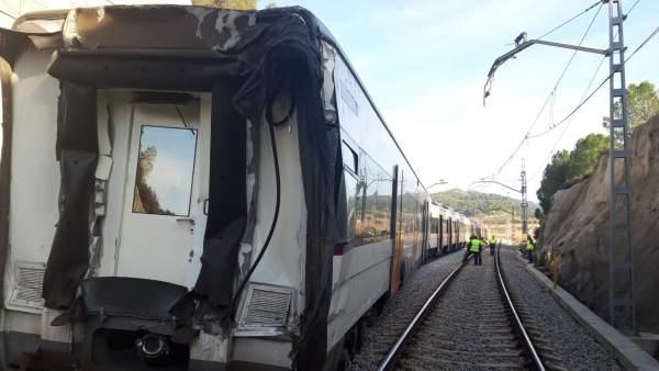 La retirada del los trenes tras el accidente ferroviario en Castellgalí
