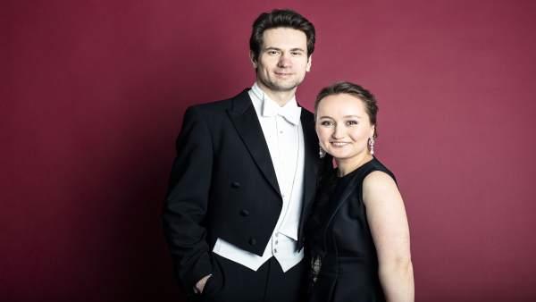 La soprano Julia Lezhneva y el maestro Mikhail Antonenko