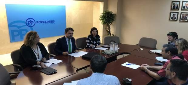 Antona y miembros del PP canario se reúnen con sindicatos de funcionarios de pri