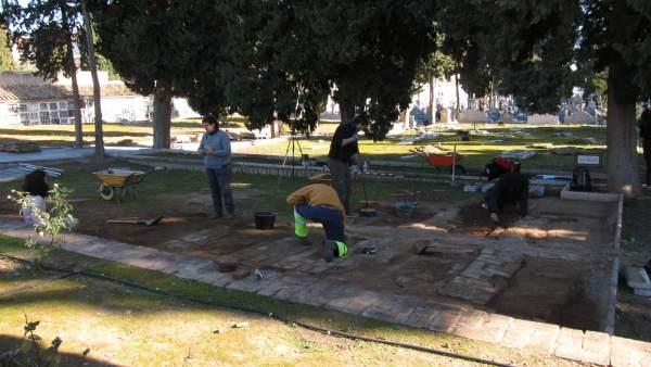 Trabajos en el cuadro de San Ramón en el Cementerio de la Salud