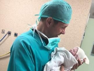 Simeone con su hija