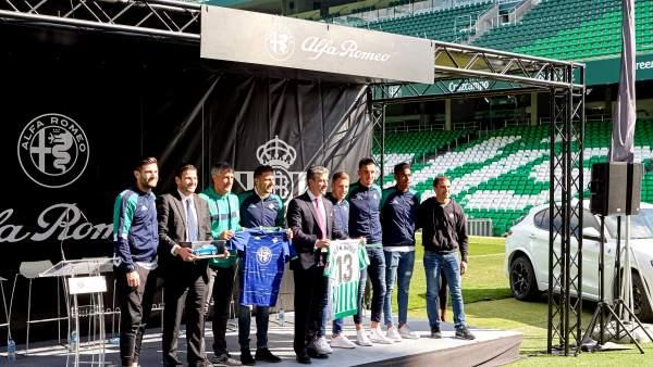 Alfa Romeo a los jugadores del Betis