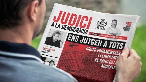 Omnium Cultural reparte 12.000 ejemplares de un diario por el inicio del juicio del 'procés'.