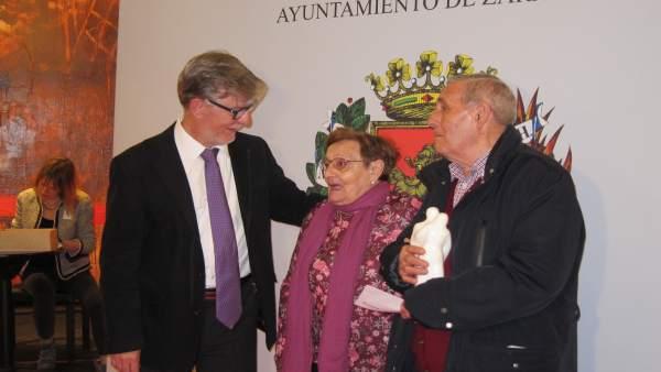Santisteve ha recibido a las 150 parejas en el Teatro Principal
