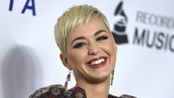 Katy Perry rinde homenaje a Dolly Parton