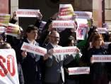 Diputados y trabajadores del Parlament participando del paro de las 12 horas contra el juicio del 1-O.