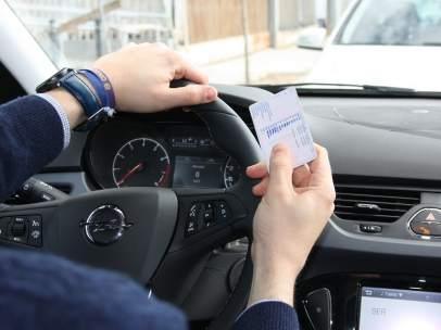 ¿Cómo se renueva el carné de conducir?