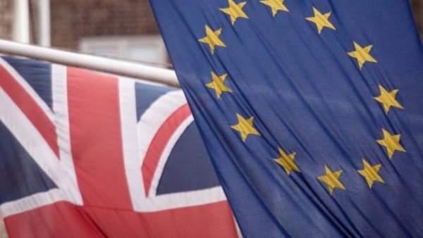 Bandera Reino Unido y bandera UE