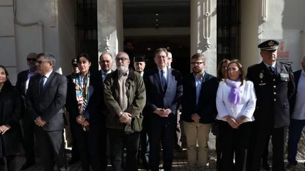 Puig en la concentración de repulsa en Alicante por el crimen de Planes