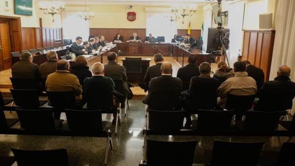 Imagen del primer día del juicio contra 14 personas por delito societario en Mer