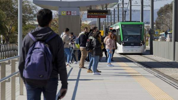 Usuarios del metro de Málaga