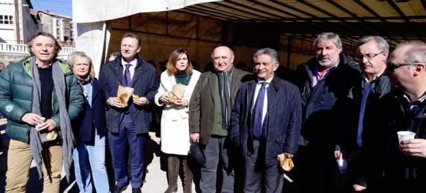 Revilla acompaña a los vecinos de Valdeolea en la celebración de Santa Eulalia