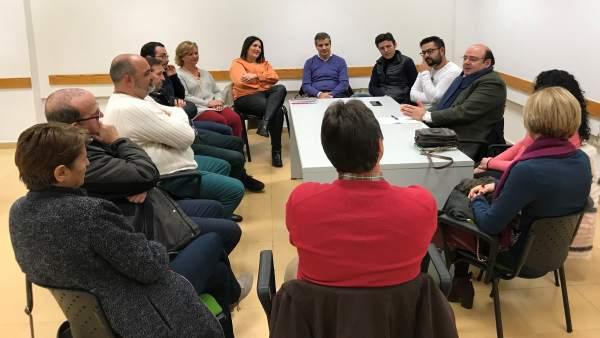 Reunión de Sebastián Pérez (PP) con vecinos y comerciantes de La Chana