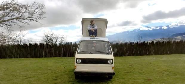 Marcos, en lo alto de su casa a cuatro ruedas