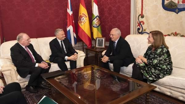 Ceniceros con el embajador de Reino Unido en España