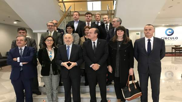 El delegado del Gobierno en Galicia con empresarios vigueses