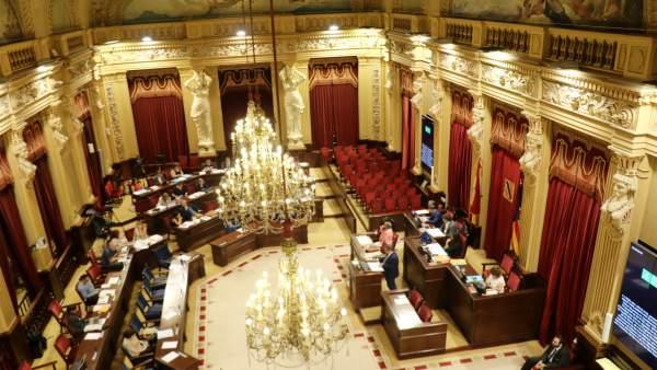 La sala de plenos del Parlament