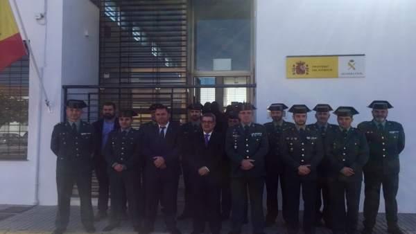 Carlos Toscano Sánchez visita a la Guardia Civil de Badolatosa