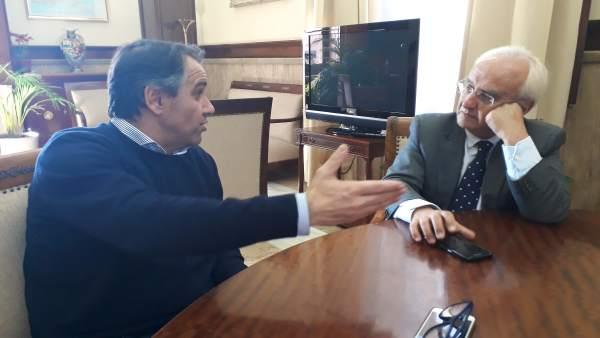 Reunión entre Juanjo Segura y Subdelegado de Gobierno, Manuel de la Fuente