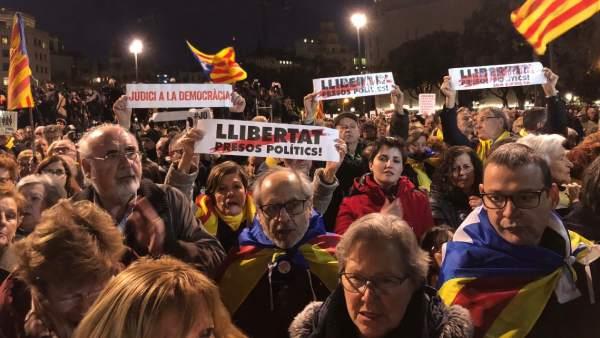Concentración en la plaza Catalunya contra el juicio del 'procés'.