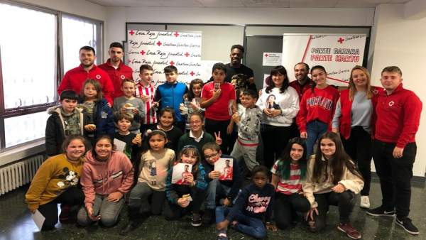 Iñaki Williams visita Cruz Roja