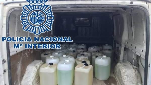 Bidones con gasolina para narcolanchas intervenidos por la Policía en La Línea